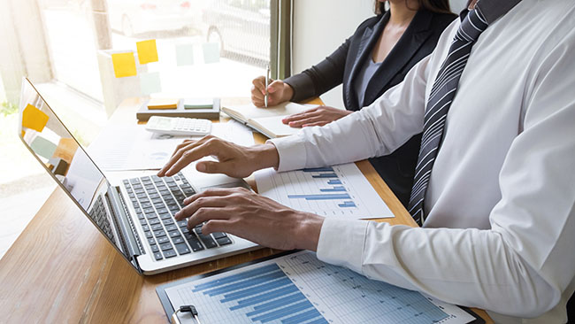 Cómo mejorar el entrenamiento de agentes con Speech Analytics